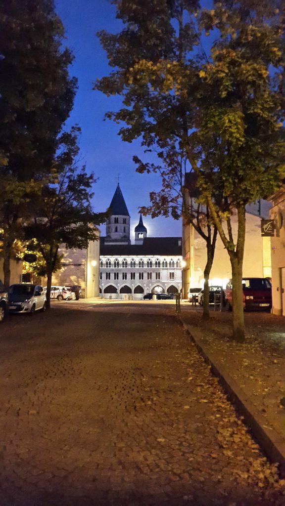 Abbaye de Cluny de nuit
